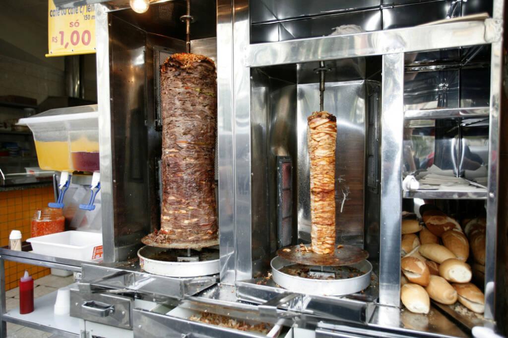Kebap, Türkei, Döner, fleisch, food, http://www.shutterstock.com/de/pic-92450302/stock-photo-doner-kebab-sale-in-street.html , © www.shutterstock.com (12.07.2014)