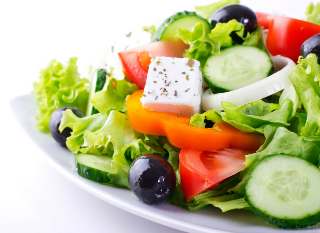Salat, griechischer Salat, Griechenland, Feta, Schafkäse, http://www.shutterstock.com/de/pic-133631465/stock-photo-fresh-vegetable-salad-isolated-on-white-background.html , © shutterstock.com/eigene Bilder (12.07.2014)