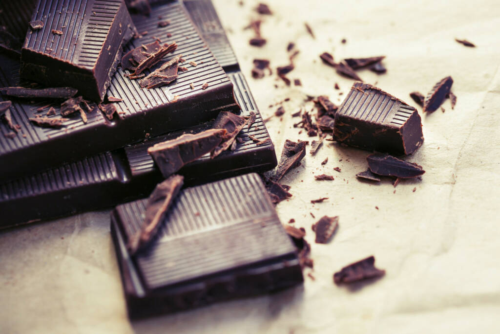Schokolade, Kakao, food, süß, dunkel, Versuchung, http://www.shutterstock.com/de/pic-184667783/stock-photo-chocolate-pieces-chopped-dark-chocolate-closeup.html , © www.shutterstock.com (14.07.2014)