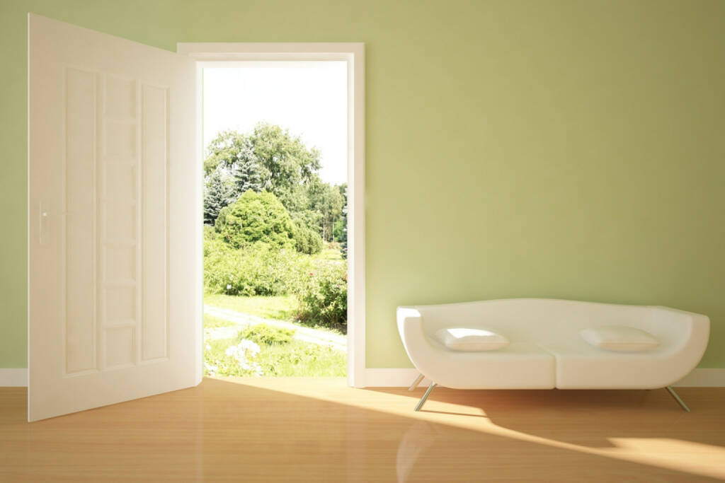 Türe, offen, herein, Willkommen, http://www.shutterstock.com/de/pic-47074582/stock-photo-interior-concept-with-open-door.html  (14.07.2014)