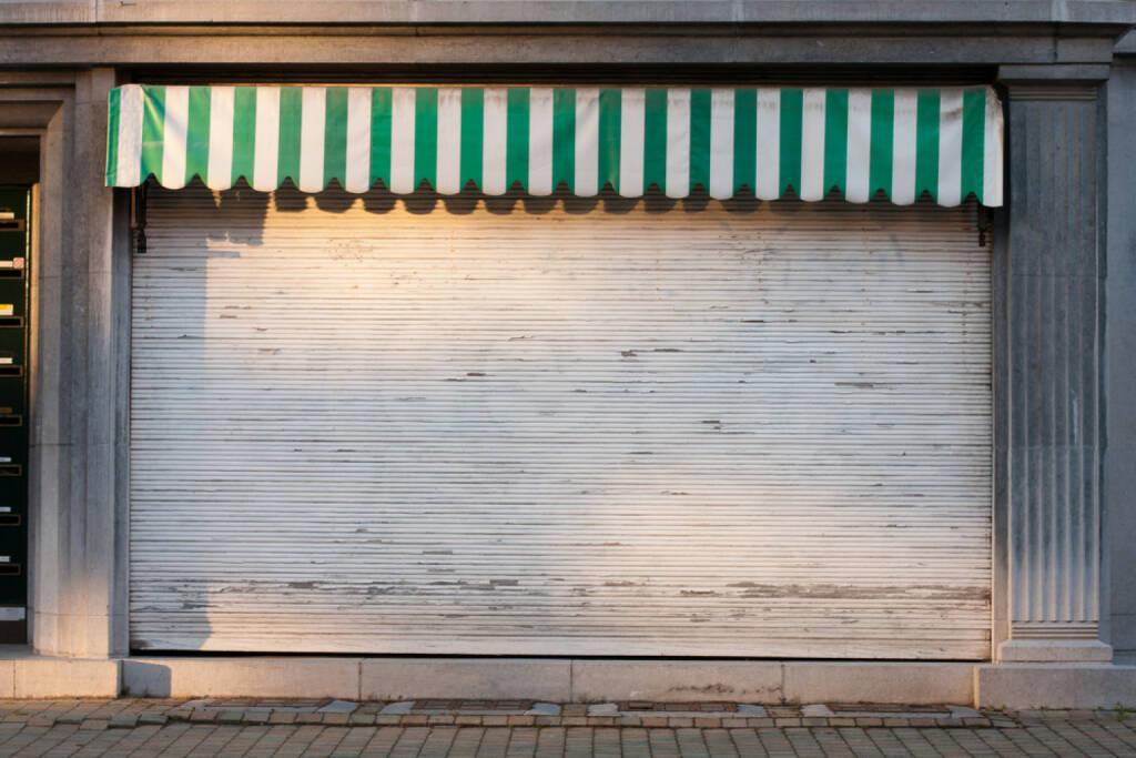 Rollbalken, geschlossen, aus, Ende, zu, unten, http://www.shutterstock.com/de/pic-142322905/stock-photo-closed-shop.html  (14.07.2014)