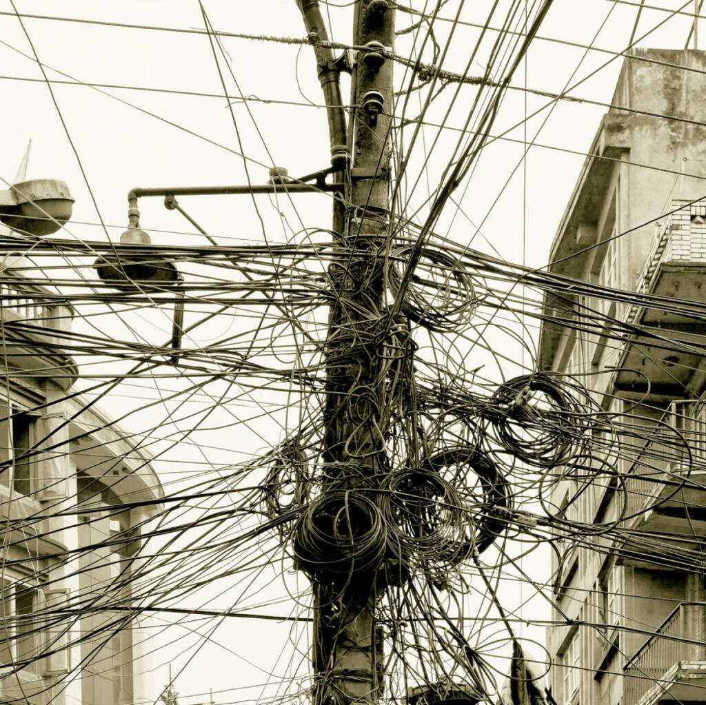 Chaos, Kabeln, Leitungen, wirr, Knoten, verknotet, http://www.shutterstock.com/de/pic-146443307/stock-photo-the-chaos-of-cables-and-wires-in-kathmandu-nepal.html? , © (www.shutterstock.com) (15.07.2014)