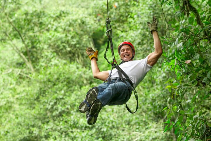 sichern, Seil, klettern, gesichert, Sicherung, abseilen, lachen, Freude, yes, http://www.shutterstock.com/de/pic-182437061/stock-photo-adult-man-on-zip-line-ecuadorian-andes.html