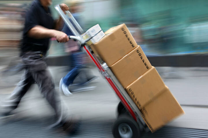 Zustellung, Lieferung, Kaffee, Versand, schnell, Express, http://www.shutterstock.com/de/pic-159273458/stock-photo-delivery-goods-with-dolly-by-hand-purposely-motion-blur.html