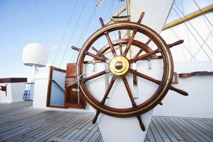 Steuerrad, steuern, Schiff, lenken, Skipper, Ruder, führen, http://www.shutterstock.com/de/pic-161715890/stock-photo-ships-helm-on-deck-of-a-clipper-ship-italy.html