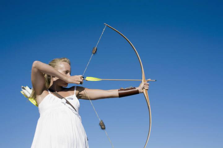 Bogen, Bogenschiessen, gespannt, angespannt, Spannung, straff, Pfeil, Schütze, Treffer, zielen, Amazone, http://www.shutterstock.com/de/pic-185971181/stock-photo-young-woman-arrow-shooting.html
