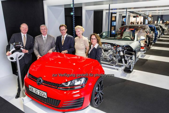 VW, Autostadt GmbH: Martin Winterkorn und Michael Macht besuchten gemeinsam mit Autostadt Geschäftsführer Otto F. Wachs und Kreativdirektorin Maria Schneider die neue Ausstellung Autowerk