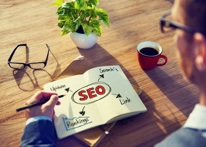 Konzept, SEO, Ranking, Notizen, Search Engine Optimization, http://www.shutterstock.com/de/pic-193745936/stock-photo-hipster-writing-seo-concepts-on-his-note.html