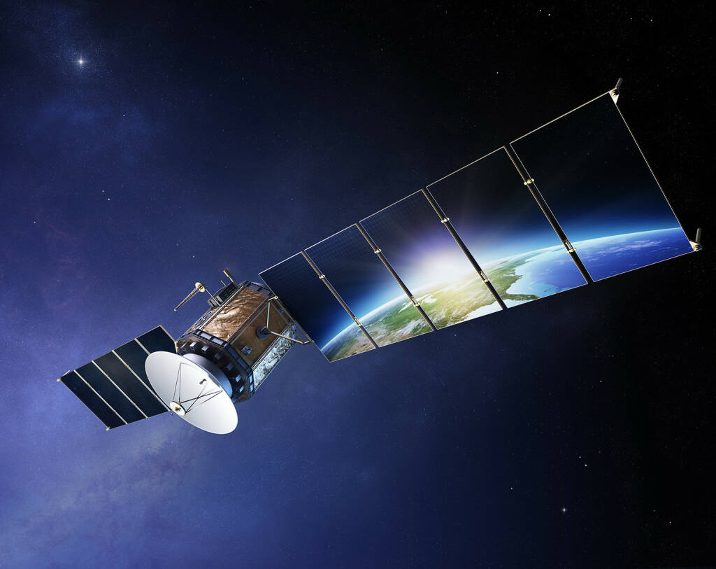 Satellit, Sonnensegel, All http://www.shutterstock.com/de/pic-150232019/stock-photo-satellite-communications-with-earth-reflecting-in-solar-panels-elements-of-this-d-image.html (20.07.2014)