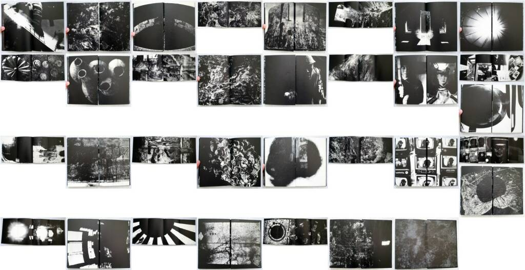Kikuji Kawada - Chizu (The Map), Nazraeli Press, 2005, Beispielseiten, sample spreads - http://josefchladek.com/book/kikuji_kawada_-_chizu_the_map, © (c) josefchladek.com (25.07.2014)