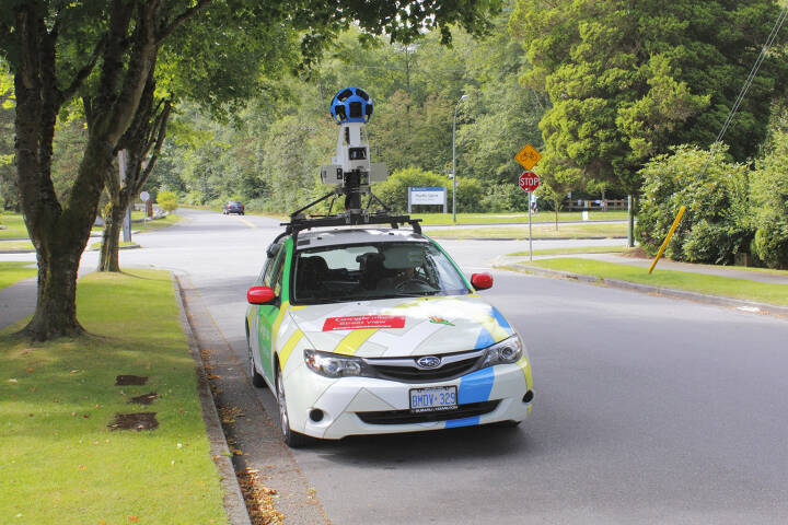 Google Street View, Auto, Aufnahme, Google Maps <a href=http://www.shutterstock.com/gallery-809695p1.html?cr=00&pl=edit-00>Modfos</a> / <a href=http://www.shutterstock.com/?cr=00&pl=edit-00>Shutterstock.com</a>