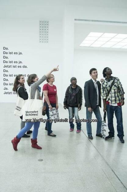 Schau! Hunger auf Kunst und Kultur: Mit den Kulturbuddies Hand in Hand zu Kulturveranstaltungen (c) OTS (27.07.2014)