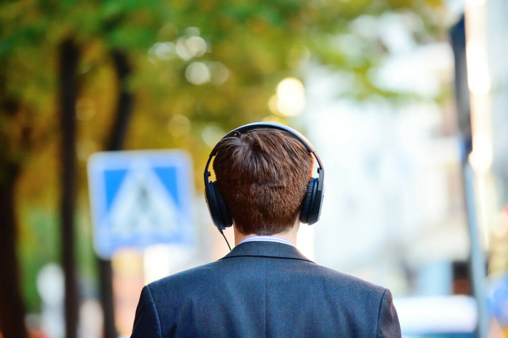 runplugged, business, spazieren, headphones, Kopfhörer, hören, Straße, http://www.shutterstock.com/de/pic-150636809/stock-photo-head-in-silhouette-with-headphones.html get the Runplugged App http://bit.ly/1lbuMA9 , © www.shutterstock.com (01.08.2014)