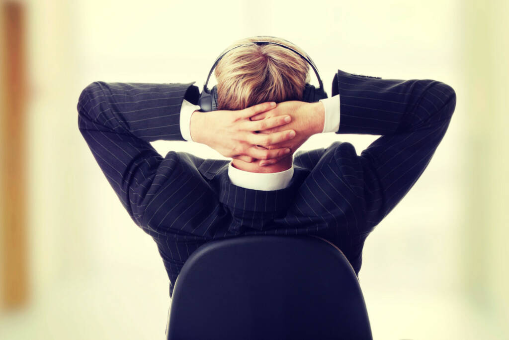 runplugged, business, office, Drehsessel, Stuhl, verschränkt, headphones, Kopfhörer, Musik, Pause, entspannen, arbeiten, http://www.shutterstock.com/de/pic-180641096/stock-photo-young-businessman-relax-with-music.html get the Runplugged App http://bit.ly/1lbuMA9 , © www.shutterstock.com (01.08.2014)