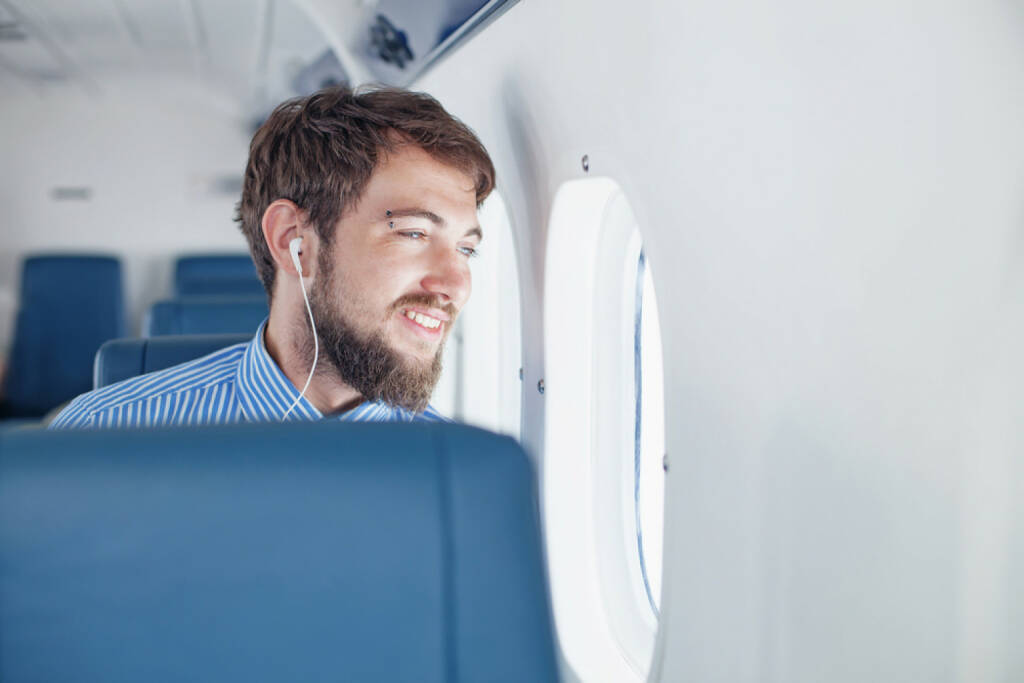 runplugged, business, Flugzeug, Reise, headphones, Kopfhörer, Musik, Geschäftsreise, hören, http://www.shutterstock.com/de/pic-193588913/stock-photo-man-enjoying-his-journey-by-airplane.html get the Runplugged App http://bit.ly/1lbuMA9 , © www.shutterstock.com (01.08.2014)