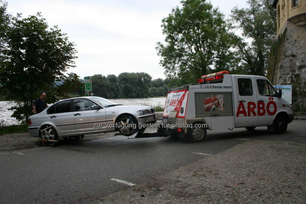ARBÖ: Geparkte Autos vor Hochwasser gerettet (Pflug), © Aussender (02.08.2014)