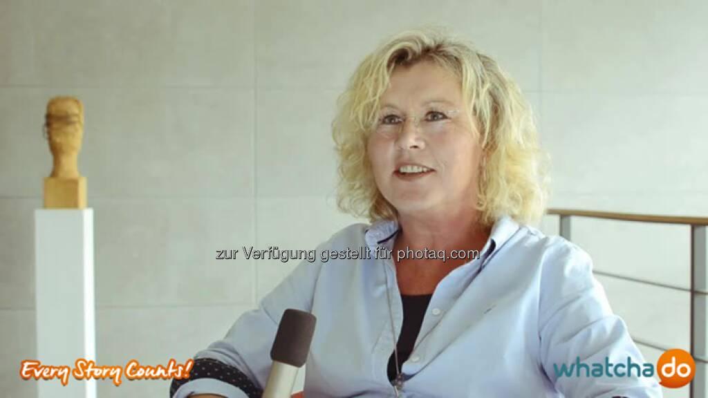 """Ich kann für mich sagen, ich bin angekommen bei dem was ich gern mache. -Susanne Knoblauch Techniker Krankenkasse (TK) - Ausbildung und Karriere http://bit.ly/1ylzO32 #EverStoryCounts #Storytelling """"Man muss Freude an den Menschen haben, man muss Freude haben, das auch zu vermitteln."""" Als Helferin in allen Lebenslagen bezüglich Krankenversicherungen macht es Susanne Knoblauch die größte Freude, Azubis ihr Know-how bei der Techniker Krankenkasse weiterzugeben. """"Ich kann für mich sagen, ich bin… Source: http://twitter.com/whatchado, © whatchado (04.08.2014)"""