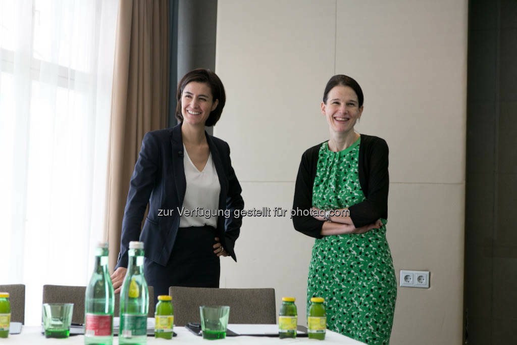 Birgit Noggler (CFO Immofinanz), Bettina Schragl (Head of Corporate Communications Immofinanz), © Immofinanz Group/Martina Draper (04.08.2014)