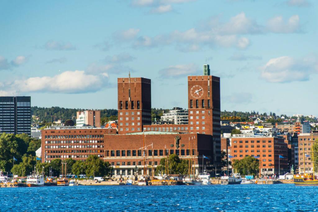 Oslo, Norwegen, http://www.shutterstock.com/de/pic-114486694/stock-photo-view-of-oslo-norway-radhuset-city-hall-from-the-sea.html , © shutterstock.com (04.08.2014)