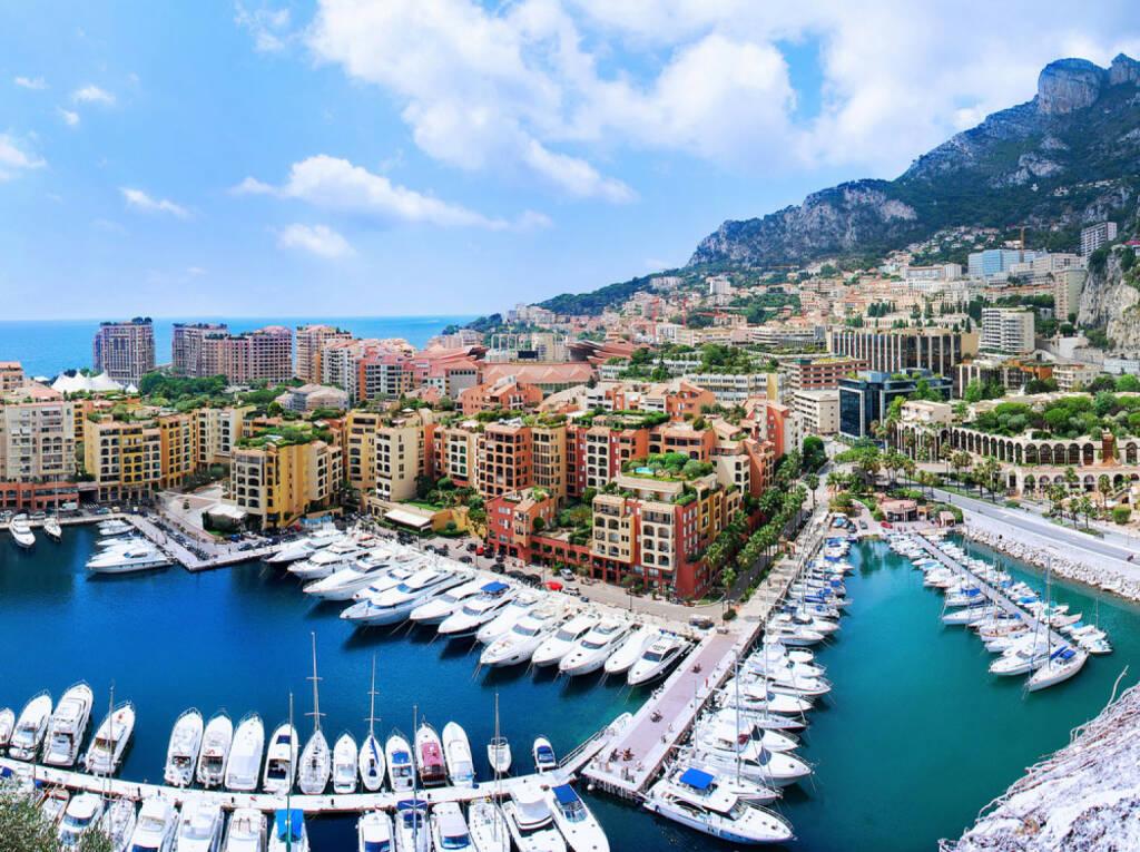 Monaco, Hafen, Yachten, http://www.shutterstock.com/de/pic-134088284/stock-photo-view-of-luxury-yachts-and-apartments-in-harbor-of-monaco-cote-d-azur-panorama.html, © shutterstock.com (04.08.2014)