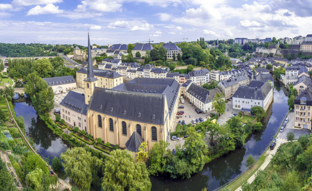 Luxemburg, http://www.shutterstock.com/de/pic-155065751/stock-photo-summer-panorama-of-abbey-de-neumunster-in-luxembourg-city.html , © shutterstock.com (04.08.2014)