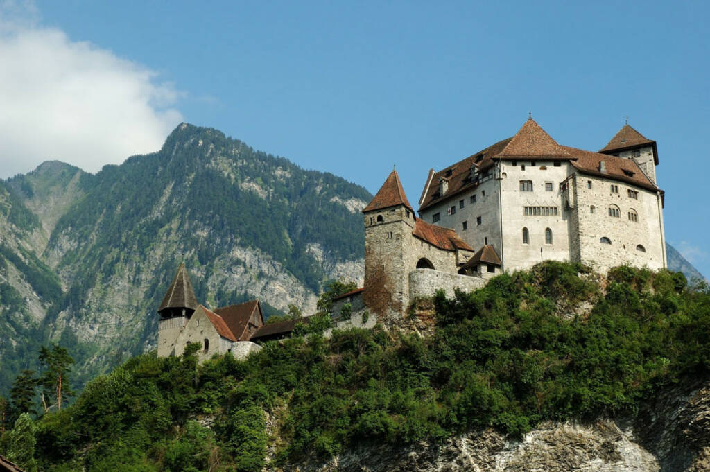 Vaduz, Liechtenstein, http://www.shutterstock.com/de/pic-13163197/stock-photo-the-gutenberg-castle-in-balzers-liechtenstein-blue-sky-and-mountains-in-the-background-this.html , © shutterstock.com (04.08.2014)
