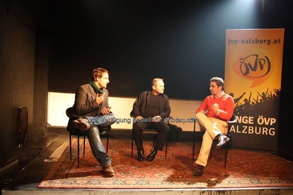 Sebastian Springer (Vorsitzender des LJF) und Asdin El Habbassi (Landesobmann der JVP Salzburg) disktutieren über die Wehrpflicht (15.01.2013)