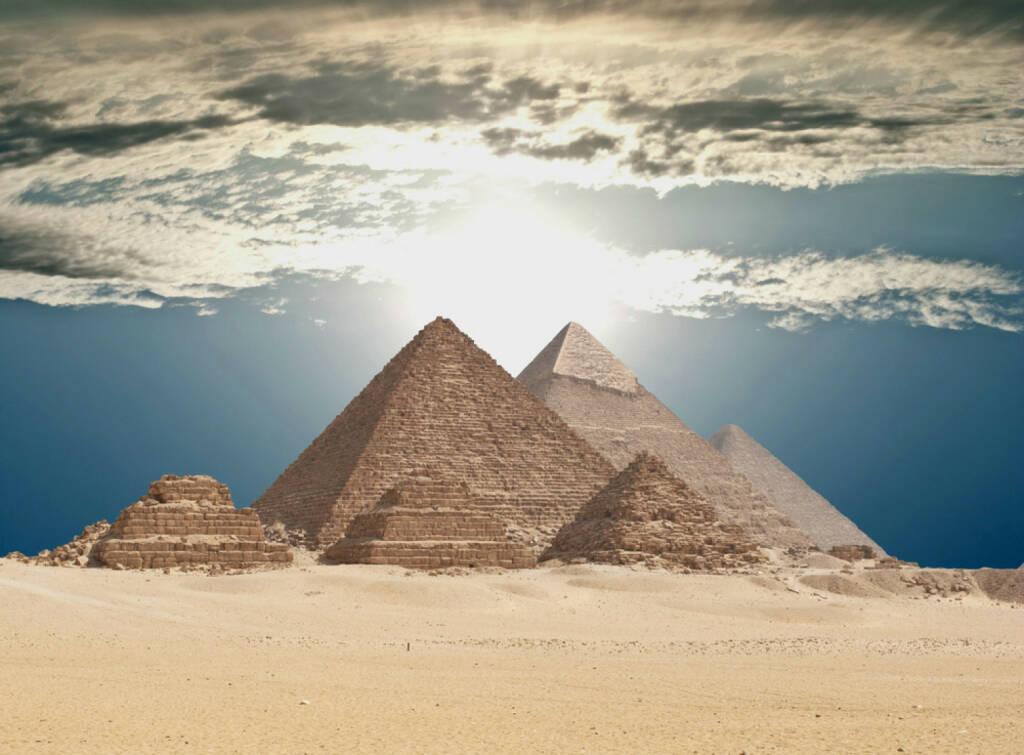 Kairo, Ägypten, Pyramiden von Gizeh, Wüste, http://www.shutterstock.com/de/pic-123111895/stock-photo-pyramids-in-giza.html , © (www.shutterstock.com) (04.08.2014)