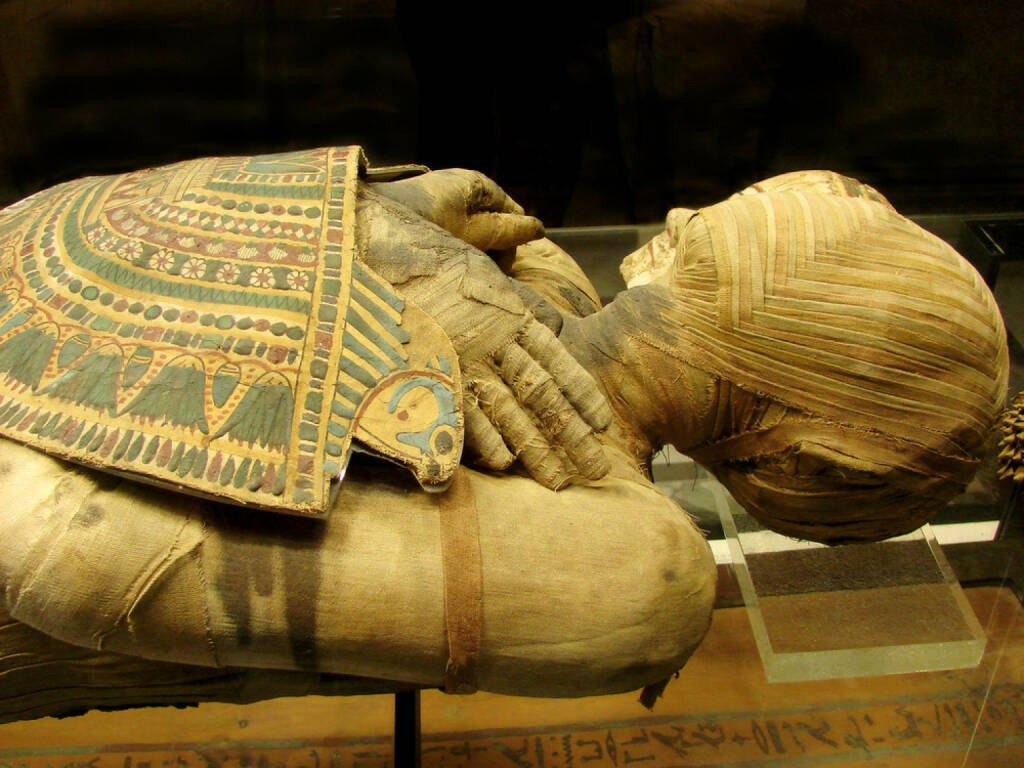 Mumie, Ägypten, http://www.shutterstock.com/de/pic-60021193/stock-photo--mummy-of-pharaoh-from-a-tomb.html , © (www.shutterstock.com) (04.08.2014)