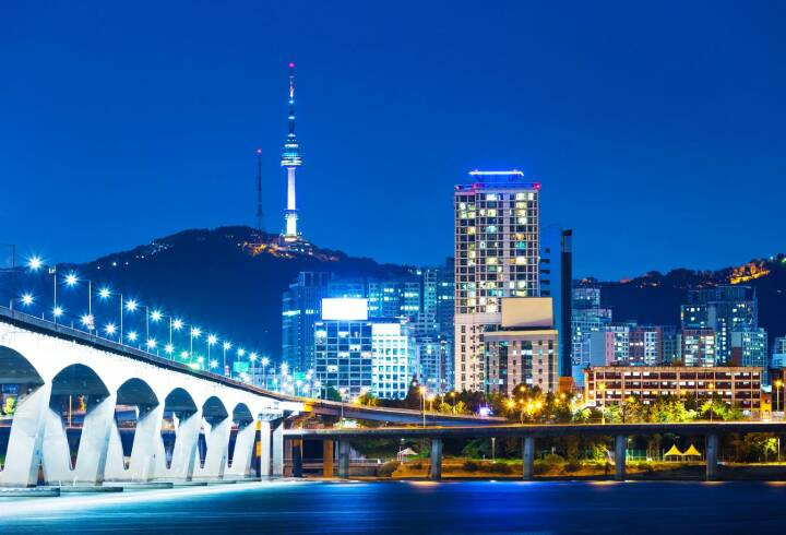 Seoul, Korea, http://www.shutterstock.com/de/pic-169750820/stock-photo-han-river-and-bridge-in-seoul.html,