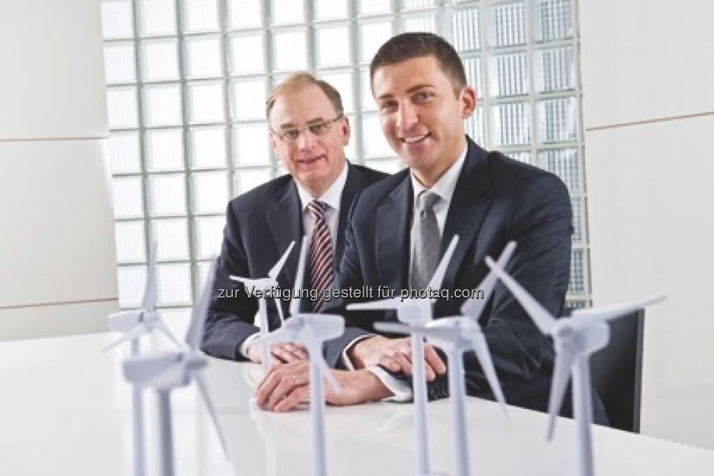 Hofer-Chefs Günther Helm, Friedhelm Dold: Hofer bietet Grünstrom der oekostrom AG an und stellt alle seine Filialen, Bürogebäude und Lager auf Grünstrom um (c) Aussendung (15.01.2013)