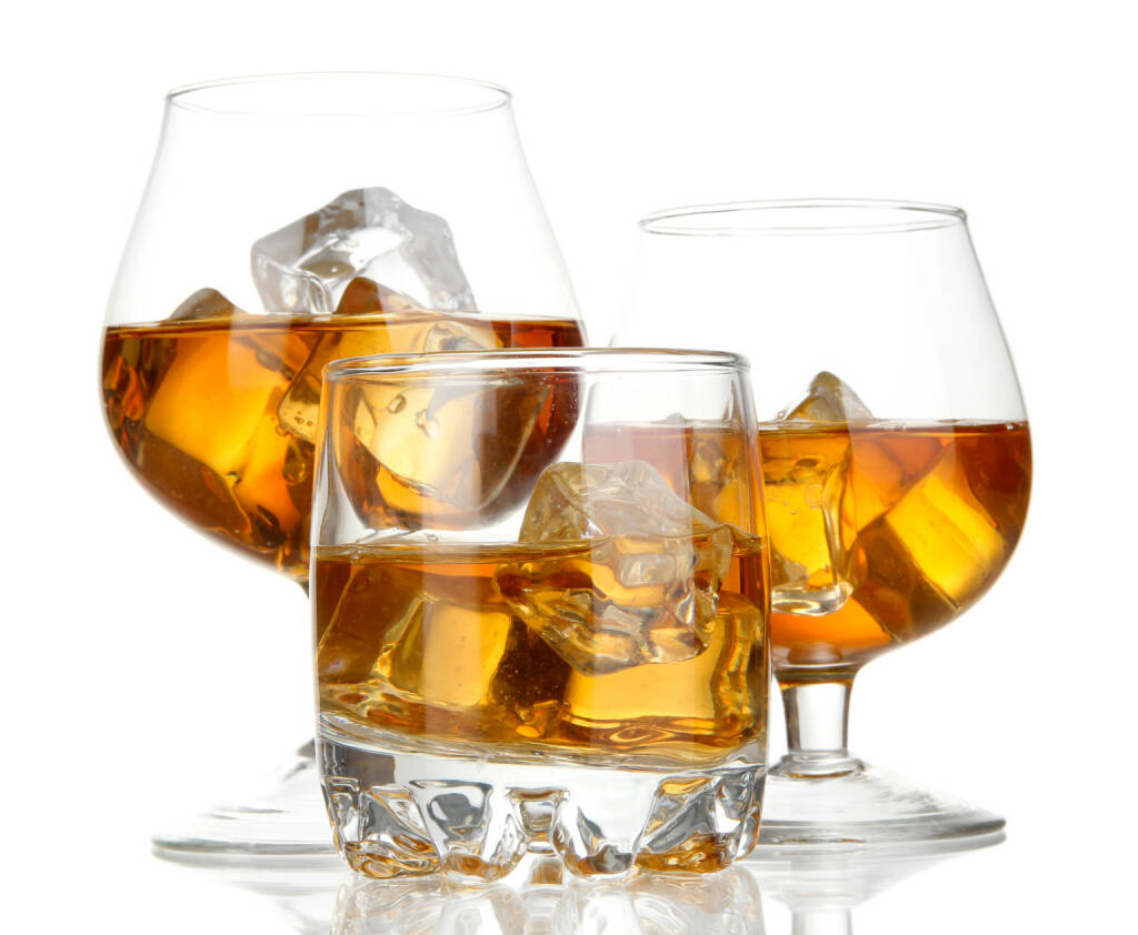 Spirituosen, Brandy, Whiskey, on the rocks - http://www.shutterstock.com/de/pic-144936088/stock-photo-brandy-glasses-with-ice-isolated-on-white.html, © www.shutterstock.com (25.03.2017)