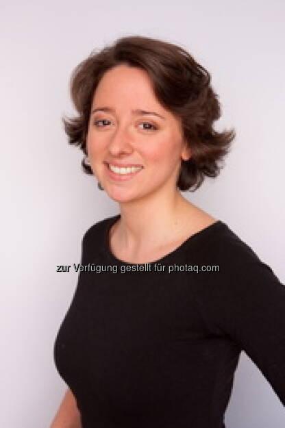 Stephanie Pasquali-Campostellato, Puls4-Kommunikation, versorgt die Redaktionen mit gut aufbereiteten Programmtipps (c) Puls4 (16.01.2013)
