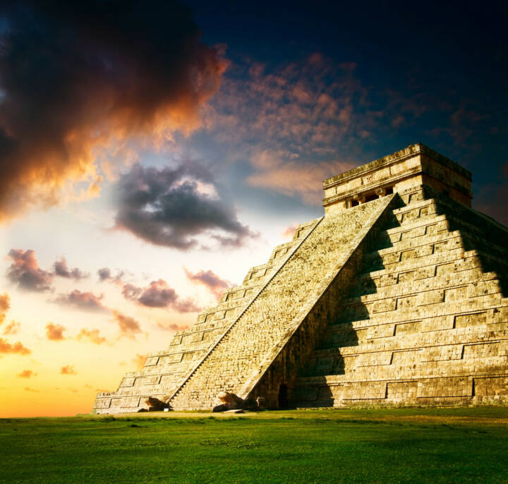 Pyramide, Maya, Mexiko, Chichen Itza Pryamide, http://www.shutterstock.com/de/pic-101840014/stock-photo-chichen-itza-mayan-pyramid.html
