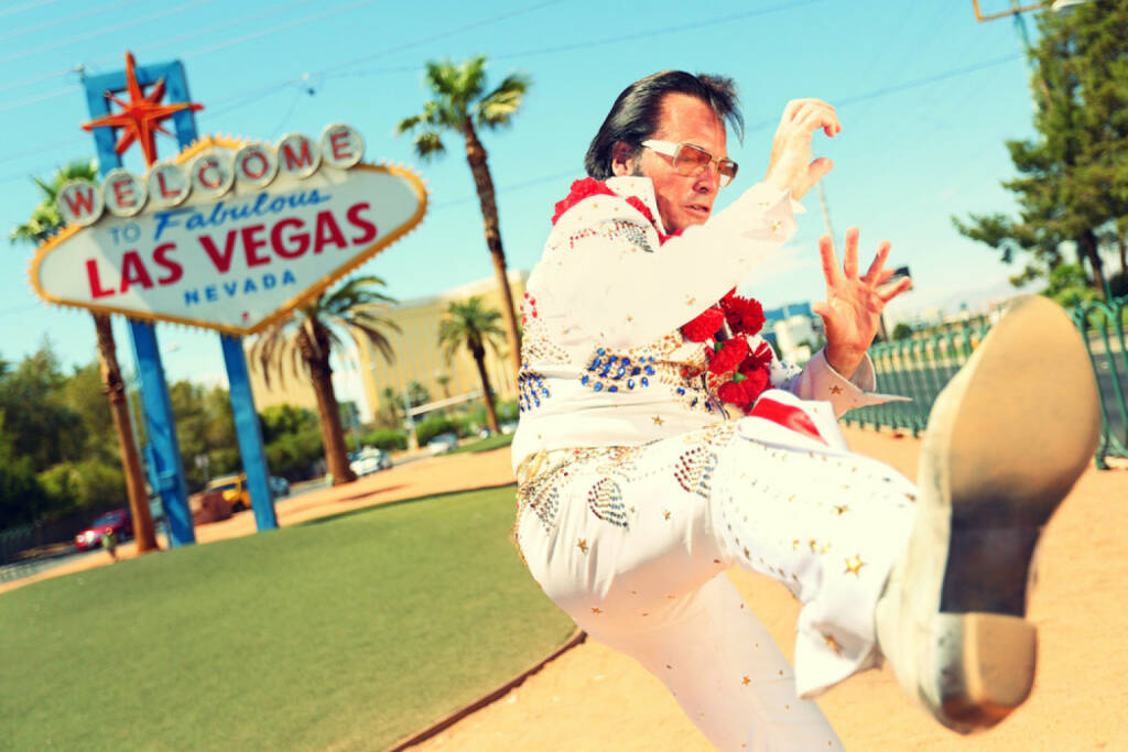 Las Vegas, Elvis, Nevada, USA, Casino, Glücksspiel, gaming, Lotto, Glück, Pech, http://www.shutterstock.com/de/pic-149492234/stock-photo-elvis-look-alike-impersonator-man-in-front-of-welcome-to-fabulous-las-vegas-sign-on-the-strip.html (09.08.2014)