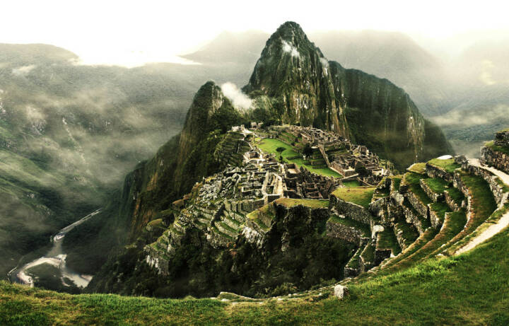Machu Picchu, Peru, Südamerika, http://www.shutterstock.com/de/pic-173871023/stock-photo-machu-picchu-the-most-famous-lost-city-with-the-river-urubamba-located-near-cuzco-machu-picchu.html