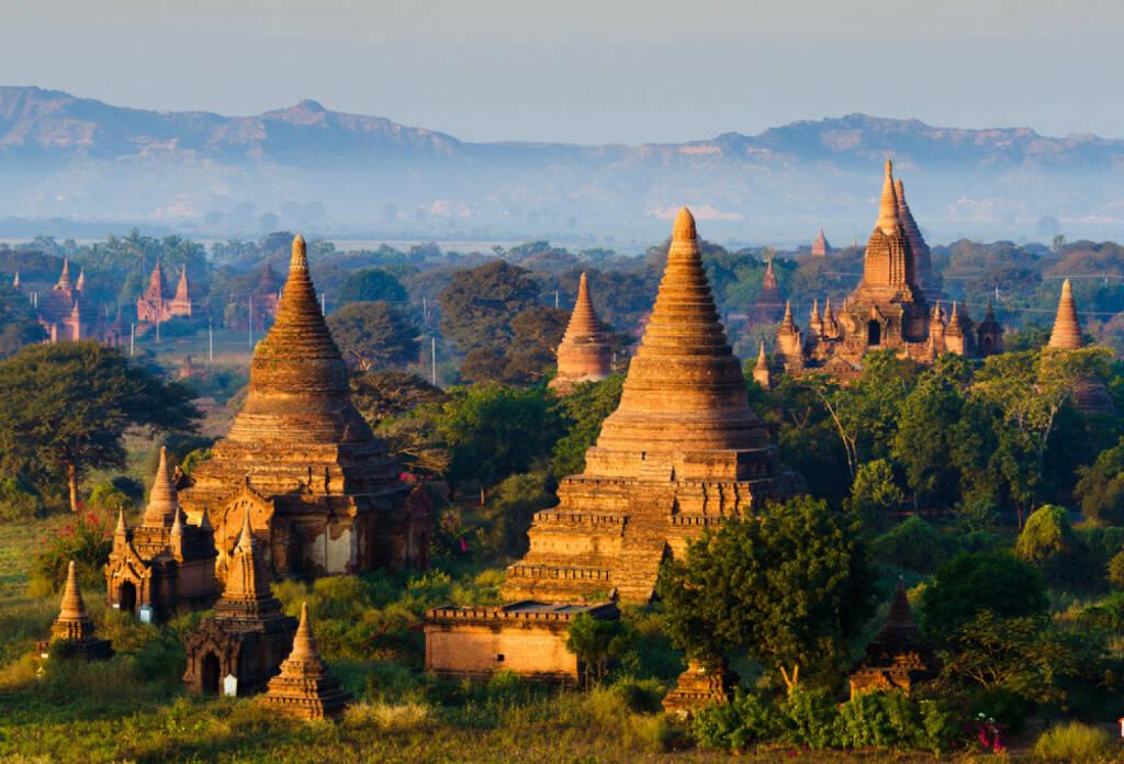 Myanmar, Burma, Pagode, http://www.shutterstock.com/de/pic-189995696/stock-photo-the-plain-of-bagan-pagan-mandalay-myanmar.html , © (www.shutterstock.com) (09.08.2014)