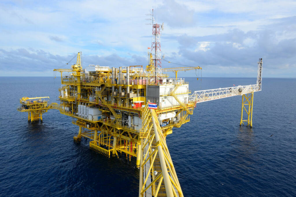 Bohrinsel, Meer, Industrie, Rohstoffe, Plattform, Öl, Gas, Thailand, http://www.shutterstock.com/de/pic-110796884/stock-photo-the-offshore-oil-rig-in-the-gulf-of-thailand.html, © www.shutterstock.com (09.08.2014)