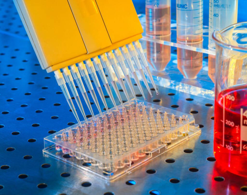Chemie, Labor, Eprovette, Flüssigkeiten, Portionierer, Forschung, http://www.shutterstock.com/de/pic-161298929/stock-photo-doser-puts-drops-of-red-liquid.html, © www.shutterstock.com (09.08.2014)
