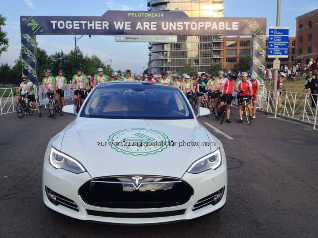 Model S is the pace car for this weekend¹s Pelotonia bike race in Columbus, OH.  Source: http://facebook.com/teslamotors, © Aussendung (10.08.2014)
