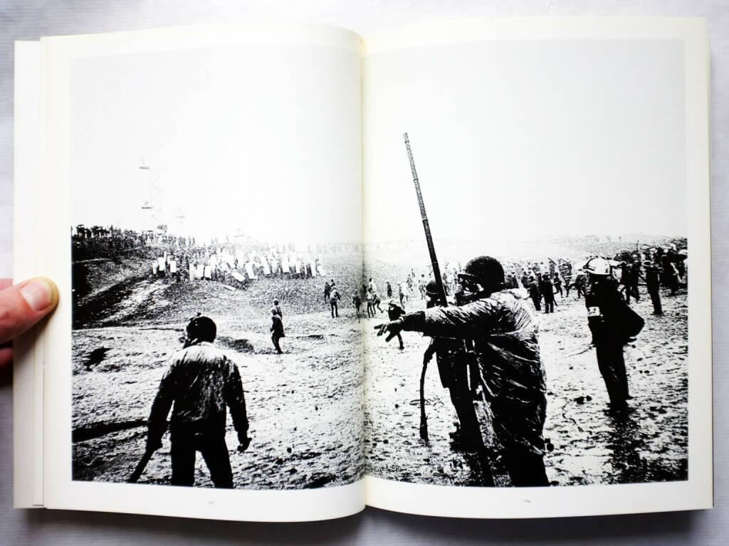 Sample spread of Kazuo Kitai - Sanrizuka 1969-1971, 600-800 Euro, http://josefchladek.com/book/kazuo_kitai_-_sanrizuka_1969-1971 (10.08.2014)