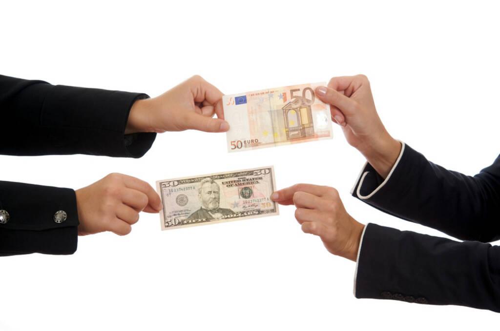 Geld, Euro, Dollar, Wechsel, Kurs, Geldwechsel, Währung, Wert, bezahlen, http://www.shutterstock.com/de/pic-62447596/stock-photo-change.html, © www.shutterstock.com (10.08.2014)