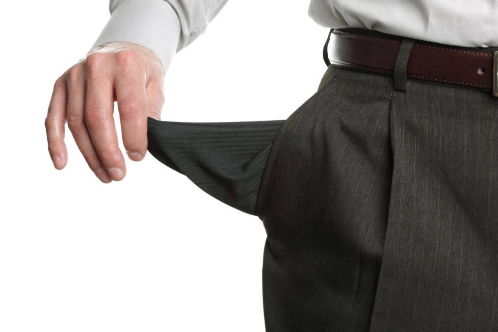 leer, Tasche, Hosentasche, leere Taschen, pleite, nichts, verloren, verlieren, Niederlage, erfolglos, http://www.shutterstock.com/de/pic-71146099/stock-photo-businessman-pulling-out-his-empty-pocket-in-despair.html, © www.shutterstock.com (10.08.2014)