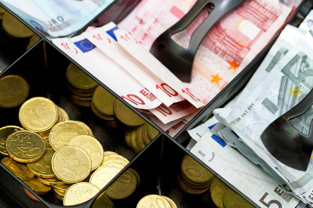 Kassa, Kasse, voll, volle Kasse, Geld, Euro, Erfolg, gefüllt, reich, einkaufen, Konsum, http://www.shutterstock.com/de/pic-86163733/stock-photo-euro-money-in-the-till.html , © www.shutterstock.com (10.08.2014)