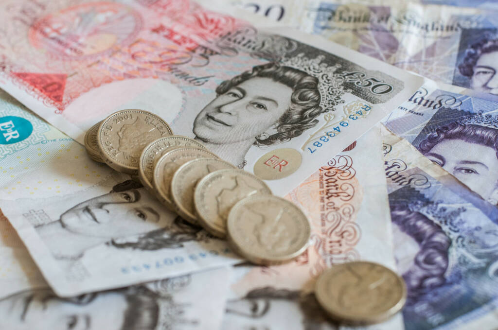 Pfund, britische Pfund, Währung, Geld, England, GB, http://www.shutterstock.com/de/pic-206967001/stock-photo-pile-of-money-and-stacked-coins-british-pounds-sterling-gbp-for-business-and-finance.html  (10.08.2014)