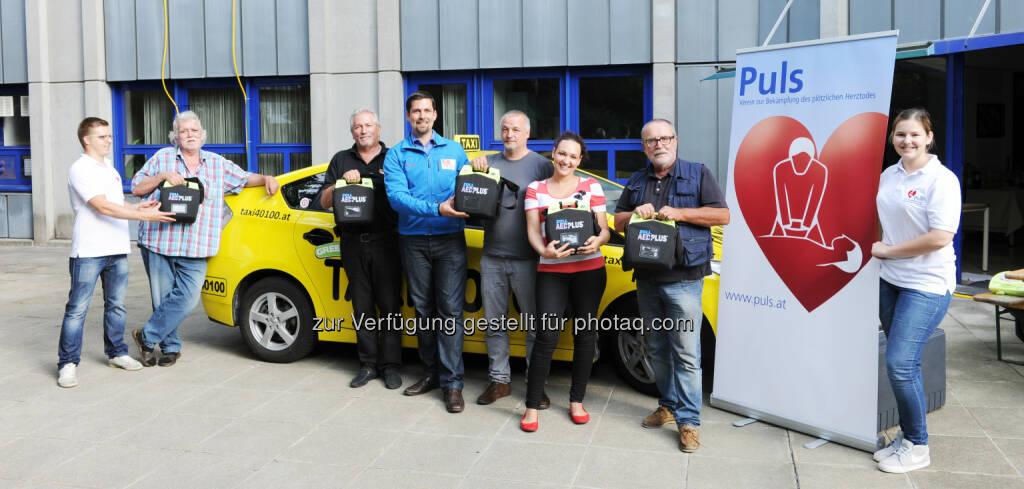 Taxi 40100: Mit fünf taxifahrenden Defis unterstützt Taxi 40 100 ab sofort den Wien-weiten Kampf gegen den plötzlichen Herztod. (11.08.2014)