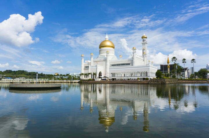 Brunei, Moschee, http://www.shutterstock.com/de/pic-163661105/stock-photo-masjid-sultan-omar-ali-saifuddin-mosque-in-bandar-seri-begawan-brunei-darussalam-brunei-plan-to.html
