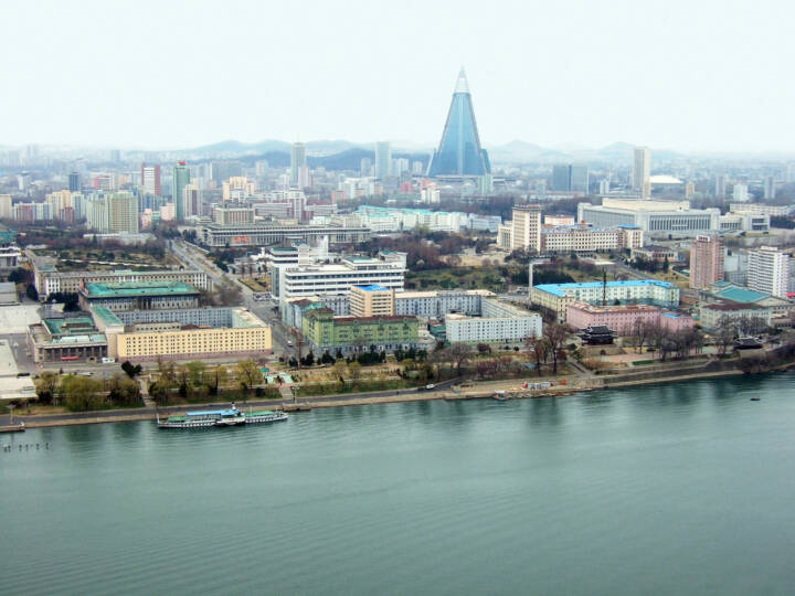 Pjönjang, Nordkorea, http://www.shutterstock.com/de/pic-56118088/stock-photo-view-of-the-pyongyang-capital-of-the-north-korea.html