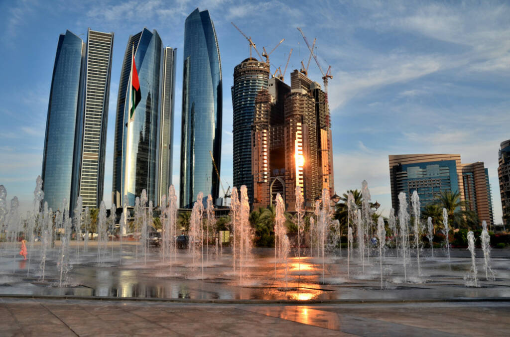 Abu Dhabi, Vereinigte Arabische Emirate, http://www.shutterstock.com/de/pic-150639650/stock-photo-the-fountain-on-the-background-of-skyscrapers-in-abu-dhabi-united-arab-emirates.html, © (www.shutterstock.com) (11.08.2014)