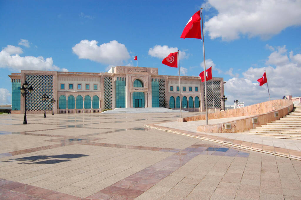 Tunis, Tunesien, http://www.shutterstock.com/de/pic-180678269/stock-photo-the-town-hall-of-tunis-and-its-large-square.html, © (www.shutterstock.com) (11.08.2014)